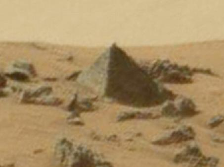 Stunning Three Sided Pyramid Discovered on the Surface of Mars Pyramid-on-mars